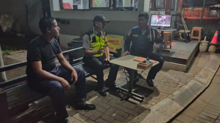 Polsek Talun Polresta Cirebon Menghimbau Kepada Satpam Perumahan The Garden Untuk Cegah Penyebaran Covid 19 9 Cirebon Now